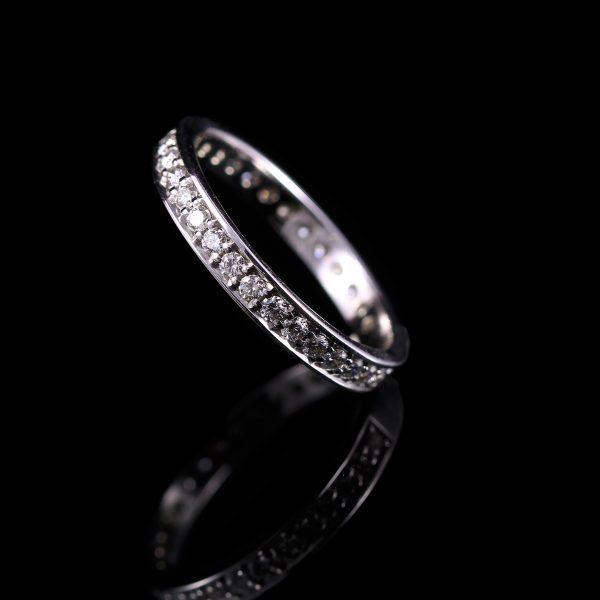 Körbe köves gyémánt karikagyűrű
