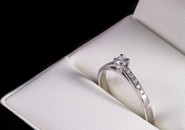 Eljegyzési gyémánt gyűrű 0.187 ct