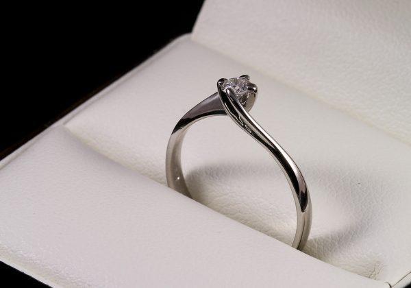 Eljegyzési gyémánt gyűrű 0.09