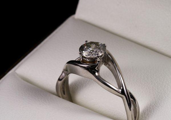 Eljegyzési gyémánt gyűrű 0.602 ct