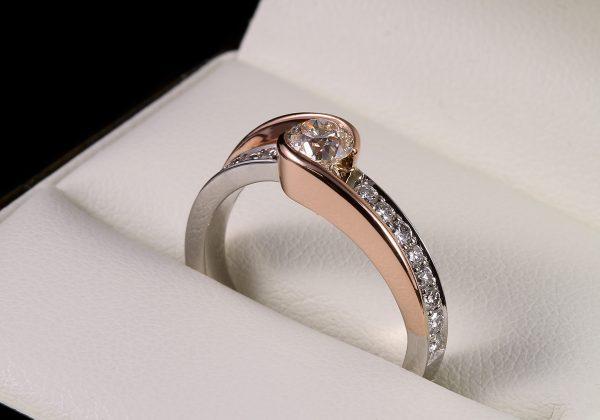 Bicolor eljegyzési gyémánt gyűrű