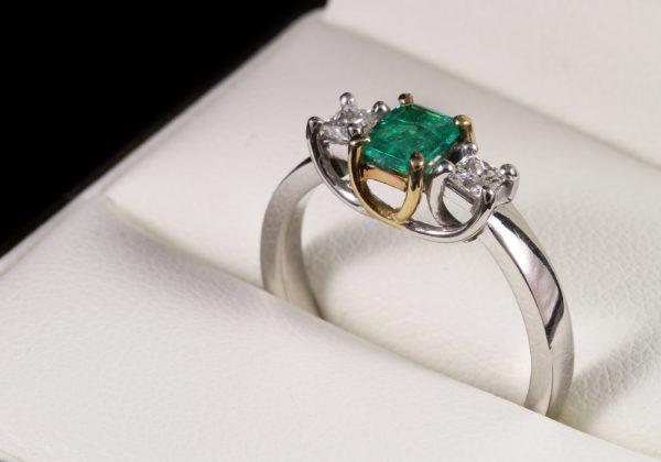 Smaragd gyémánt arany gyűrű 0.616