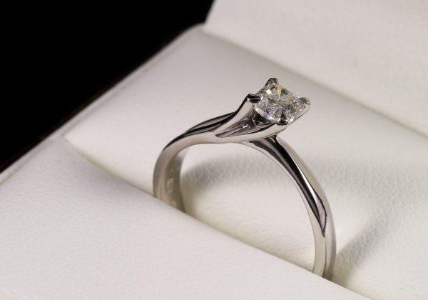 Eljegyzési gyémánt gyűrű 0.381 ct