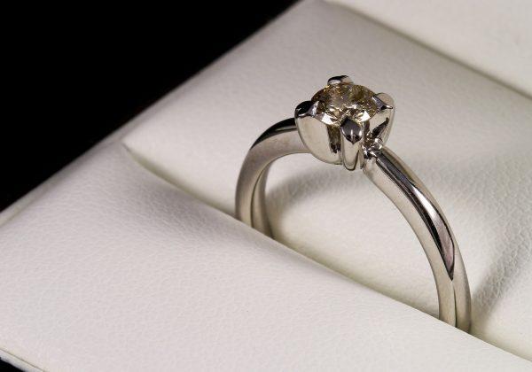 Eljegyzési gyémánt gyűrű 0.345 ct