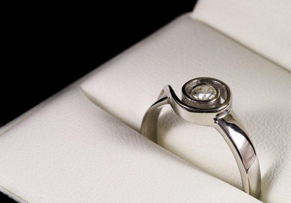 Eljegyzési gyémánt gyűrű 0.123 ct
