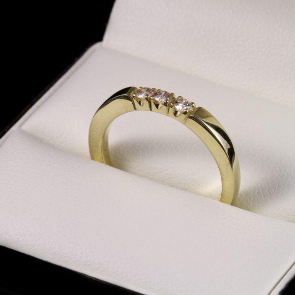 Három köves eljegyzési gyémánt gyűrű 0.131 ct