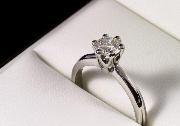 Eljegyzési gyémánt gyűrű 0.49 ct