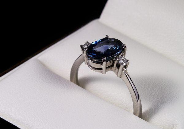 Eljegyzési gyémánt zafír gyűrű