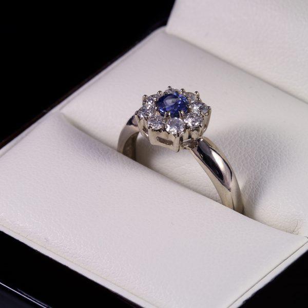 Eljegyzési gyémánt zafír gyűrű 0.915 ct