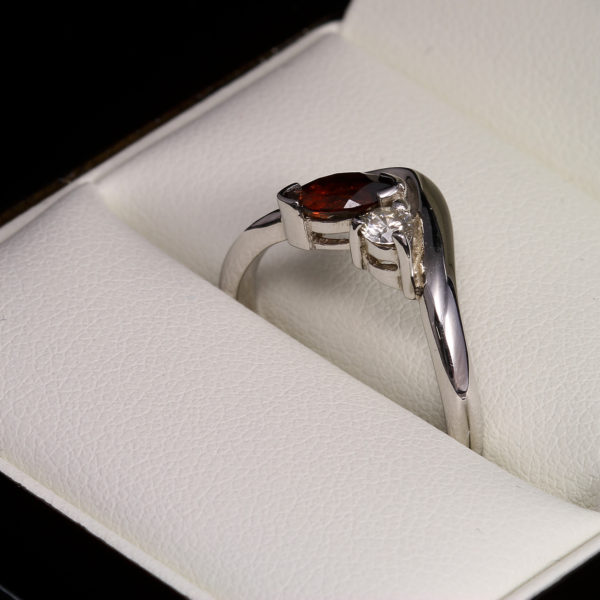 Gránát gyémánt arany gyűrű 0.476