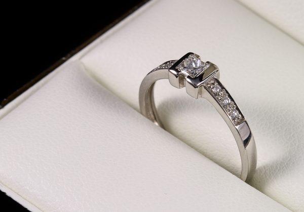 Eljegyzési gyémánt gyűrű 0.218 ct