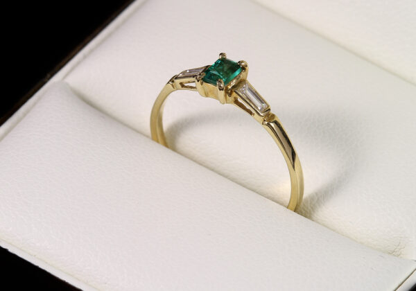 Eljegyzési gyémánt smaragd gyűrű