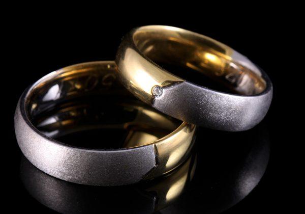 Kétszínű arany gyémánt karikagyűrű 0.02 ct