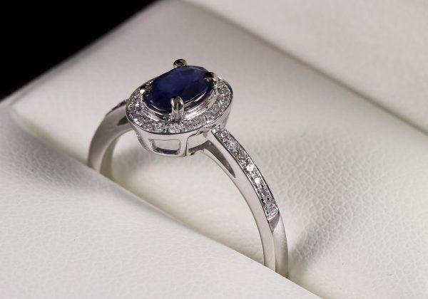 Eljegyzési gyémánt zafír gyűrű 0.673 ct