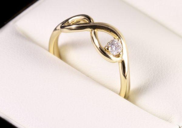 arany gyémánt gyűrű
