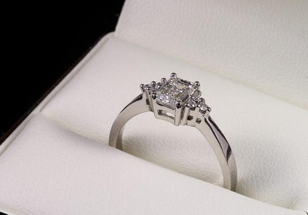 Eljegyzési gyémánt gyűrű 0.76