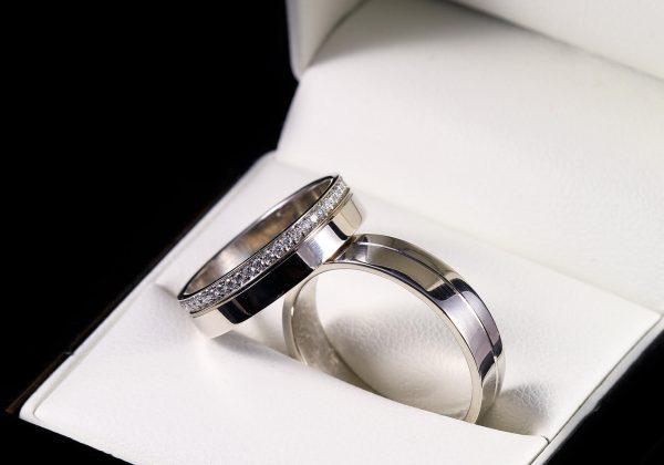 Körbe köves gyémánt karikagyűrű 0.26