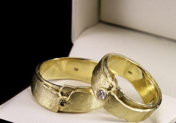 Gyémánt karikagyűrű 0.098 ct