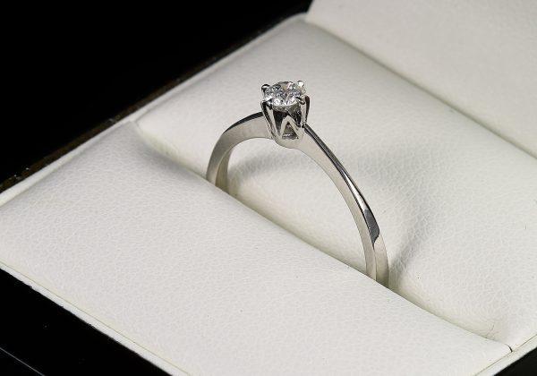 Eljegyzési gyémánt gyűrű 0.178 ct