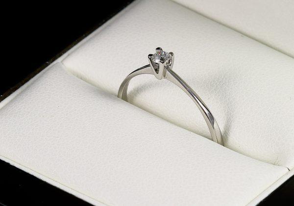 Eljegyzési gyémánt gyűrű 0.085 ct