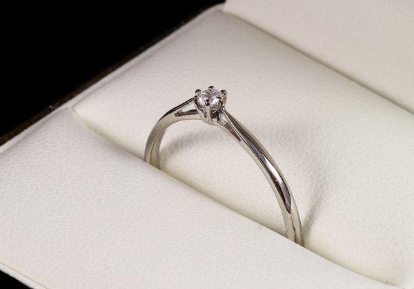 Eljegyzési gyémánt gyűrű 0.062 ct
