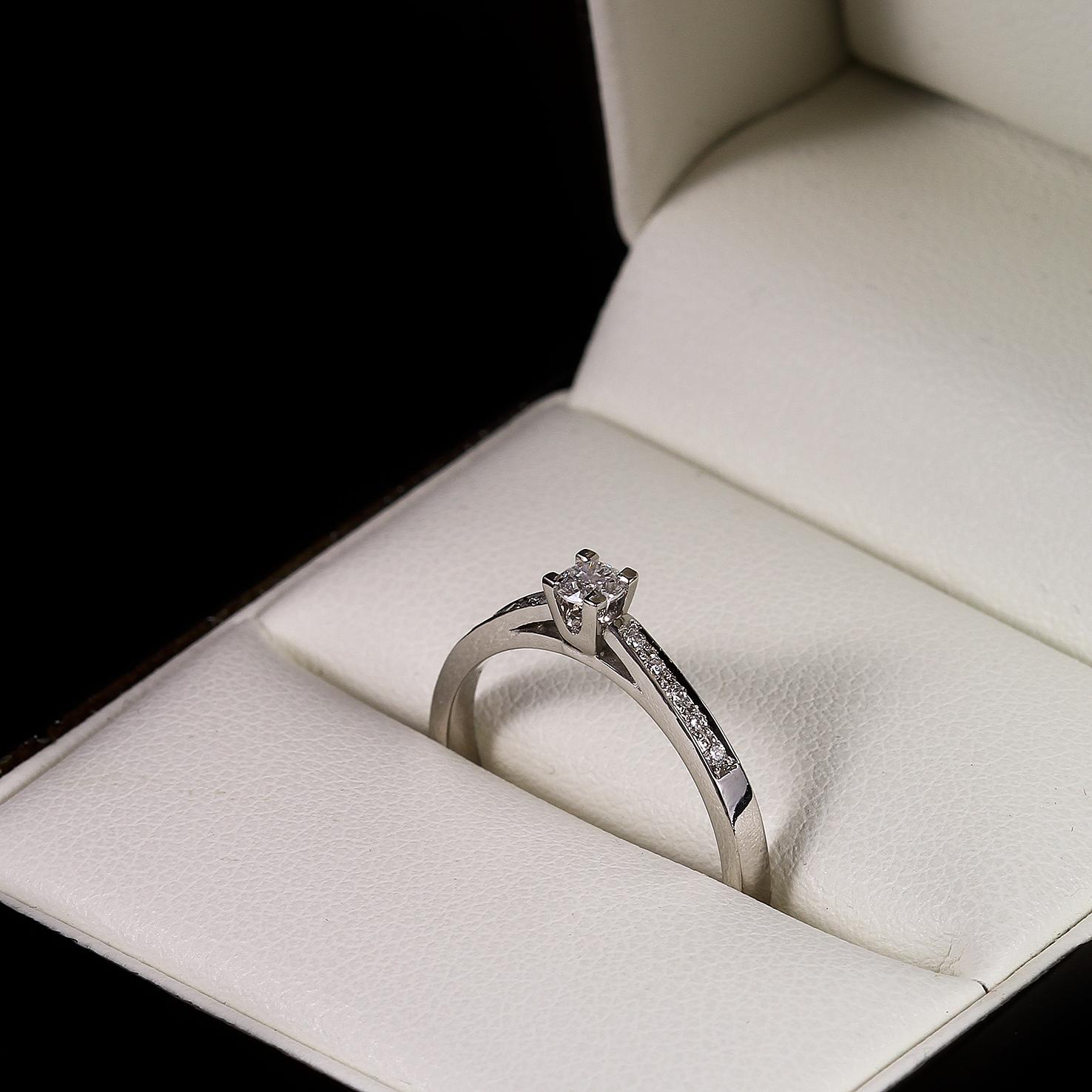 Eljegyzési gyémánt gyűrű 0.167 ct multiköves