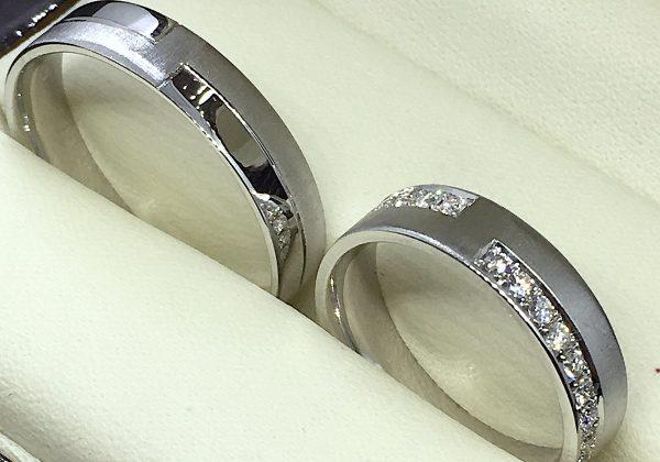 Csúsztatott körbe köves karikagyűrű 0.552 ct