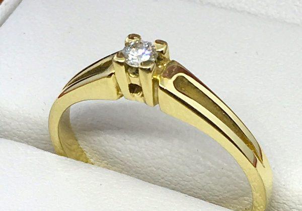 18K sárga arany eljegyzési gyémánt gyűrű
