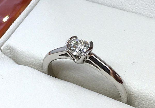Eljegyzési fehér arany gyémánt gyűrű 0.28