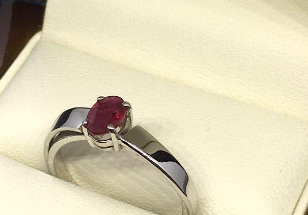 Eljegyzési fehér arany rubin gyűrű 0.55 ct