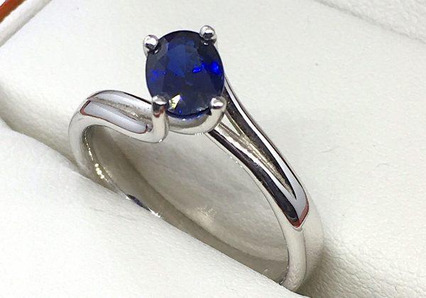 Eljegyzési fehér arany zafír gyűrű 1.13ct