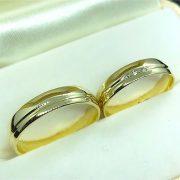 Gyémánt köves sárga arany karikagyűrű 0,03ct b