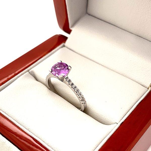 Eljegyzési gyémánt pink zafír gyűrű