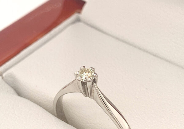 Fehér arany eljegyzési gyémánt gyűrű 0.12