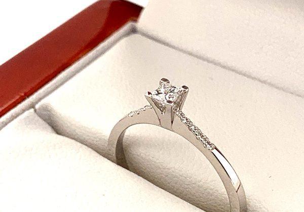 Eljegyzési princess gyémánt gyűrű