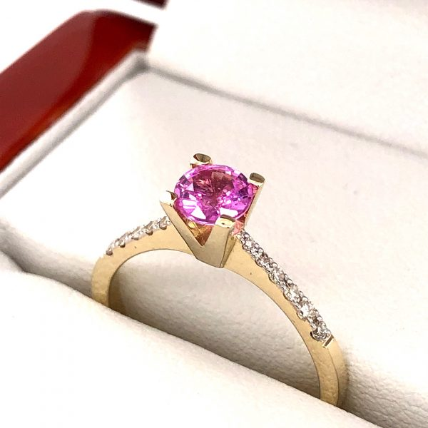 Eljegyzési gyémánt pink zafír gyűrű 0.687