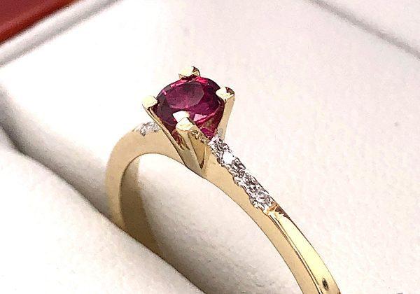 Eljegyzési gyémánt rubin gyűrű