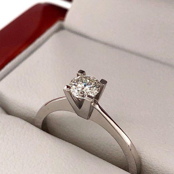 Eljegyzési fehér arany gyémánt gyűrű 0.403