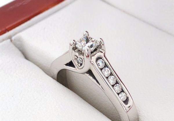 Eljegyzési gyémánt gyűrű 0.48 ct