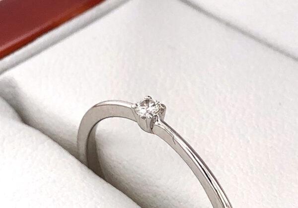 Fehér arany eljegyzési gyémánt gyűrű 0.04 ct