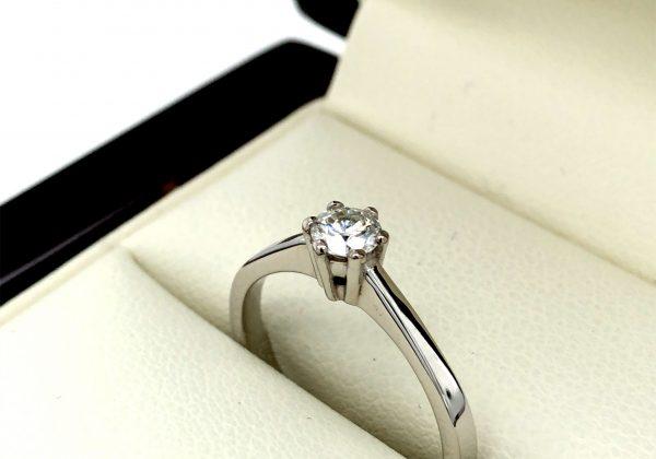 Fehér arany eljegyzési gyémánt gyűrű 0.233 ct