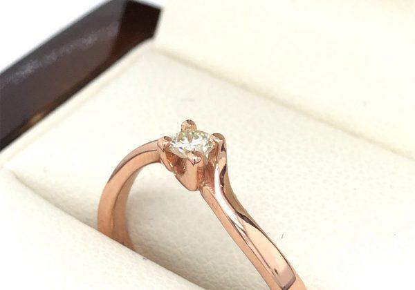 rozé arany csavart gyűrű
